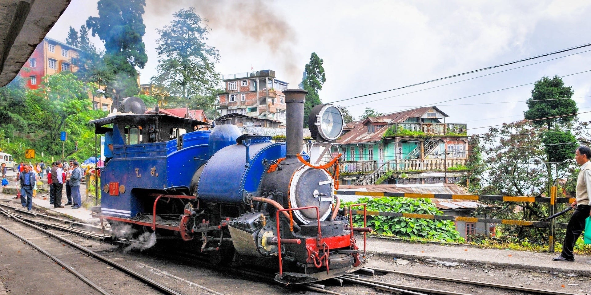 Darjeeling Toy Train Himalayan Railway leaves station