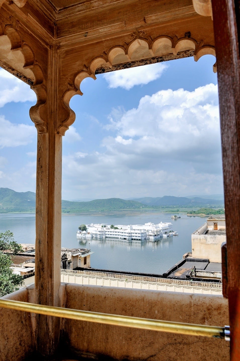 taj lake palace places to visit udaipur