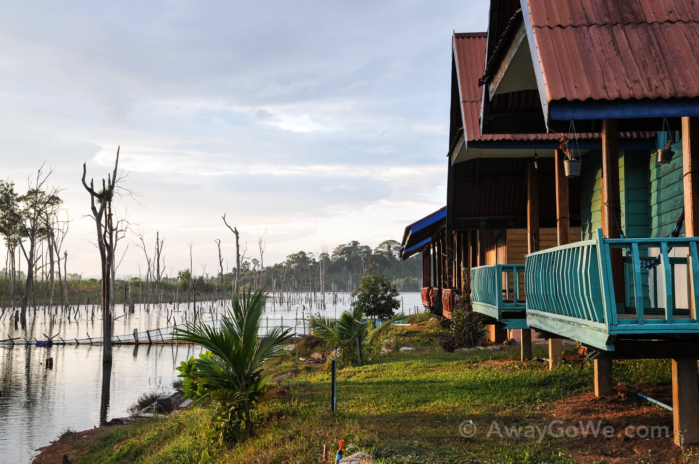 wooden bungalows on lake along thakhek loop in laos