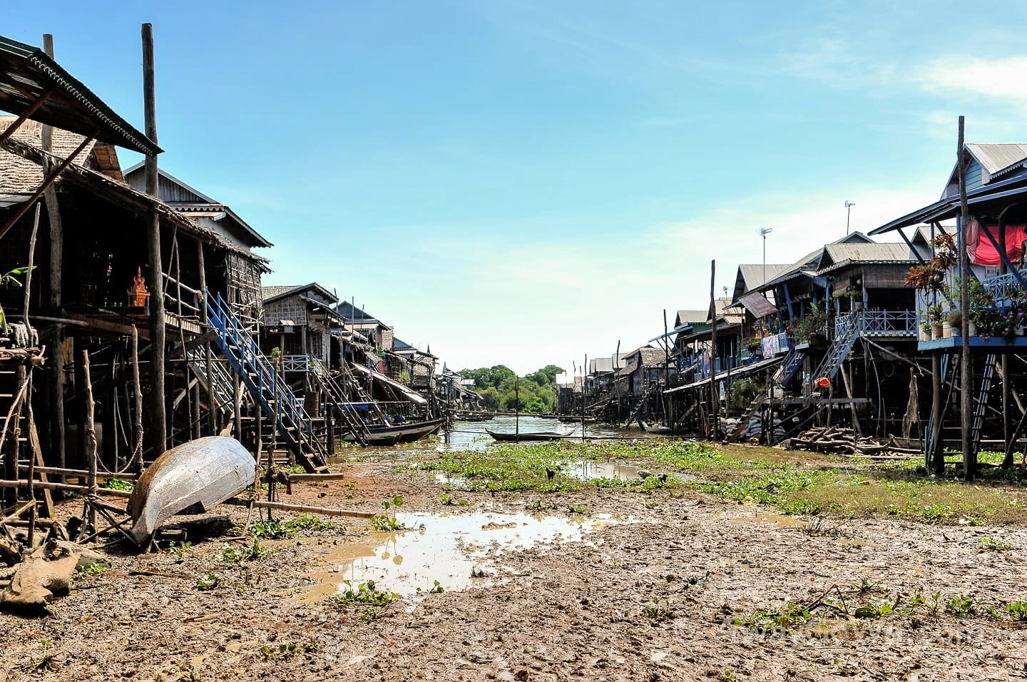 kompong phluk floating village cambodia