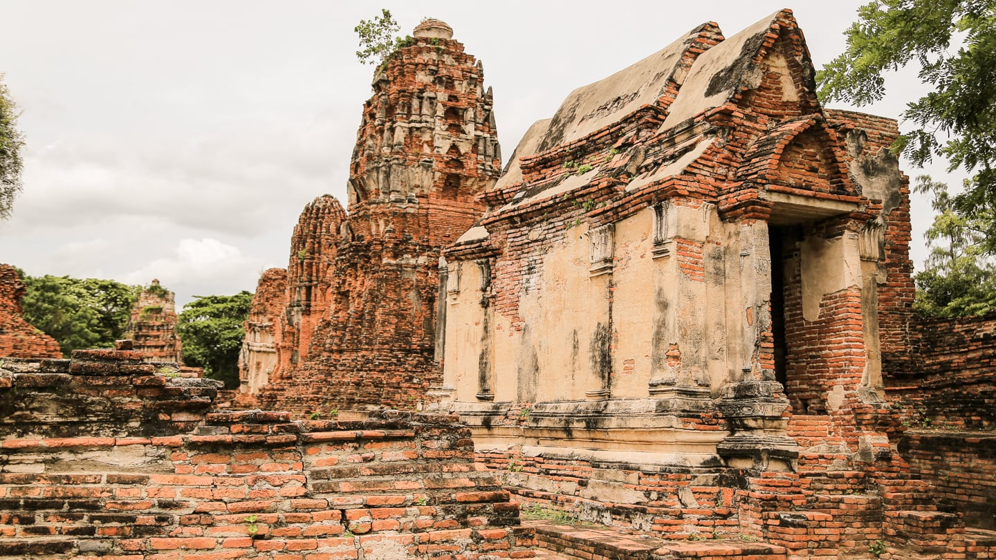 ancient ruins on Ayutthaya day trip