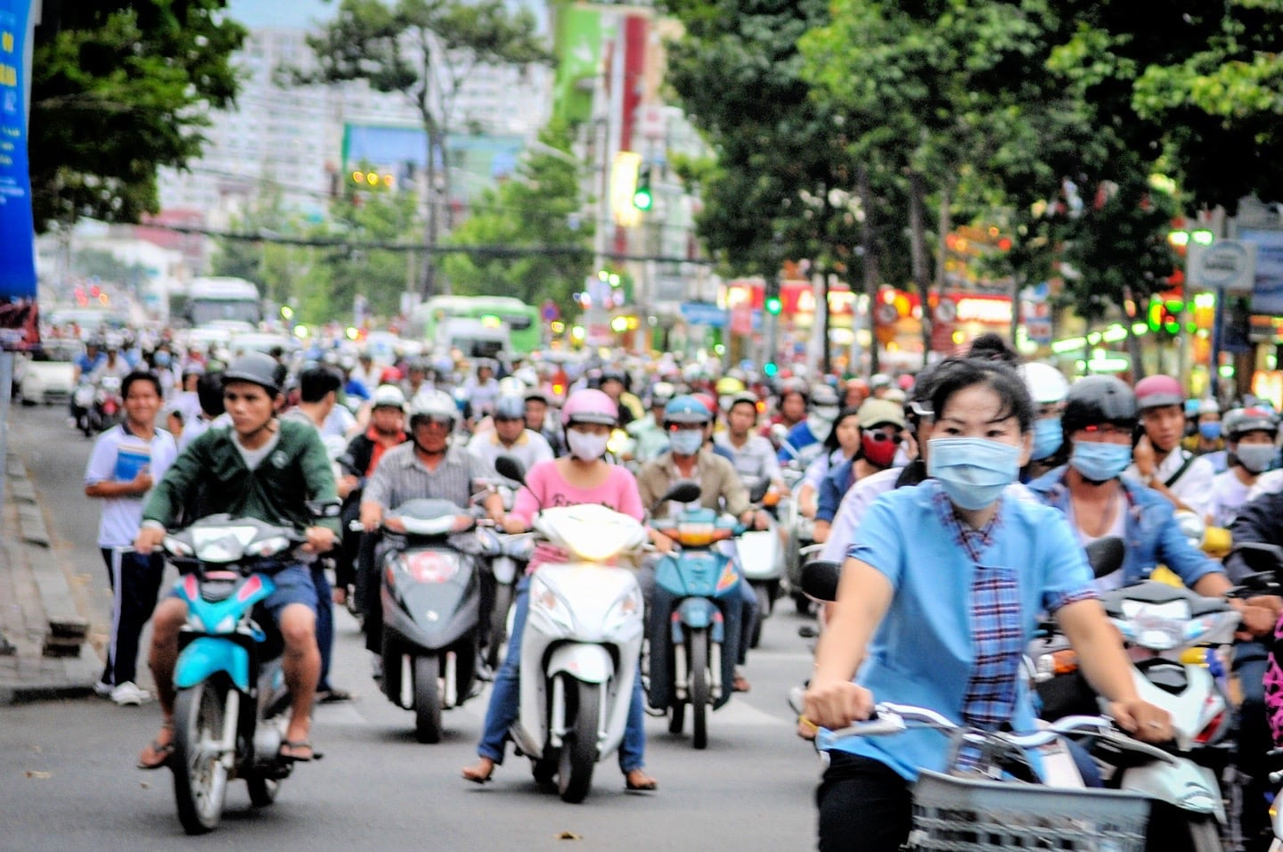 rush hour motorbikes Ho Chi Minh City