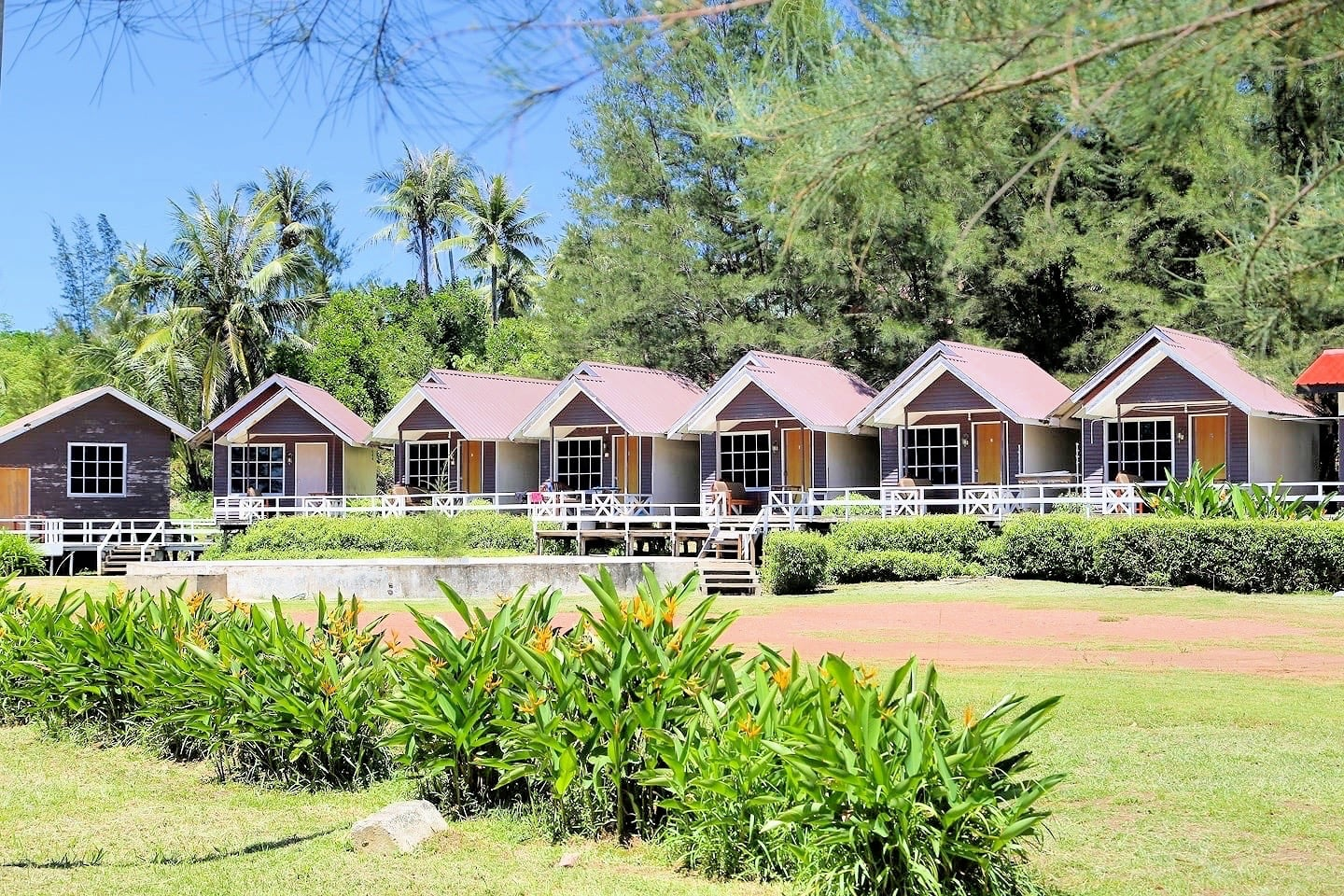 BorneoTip Beach Lodge beach bungalows