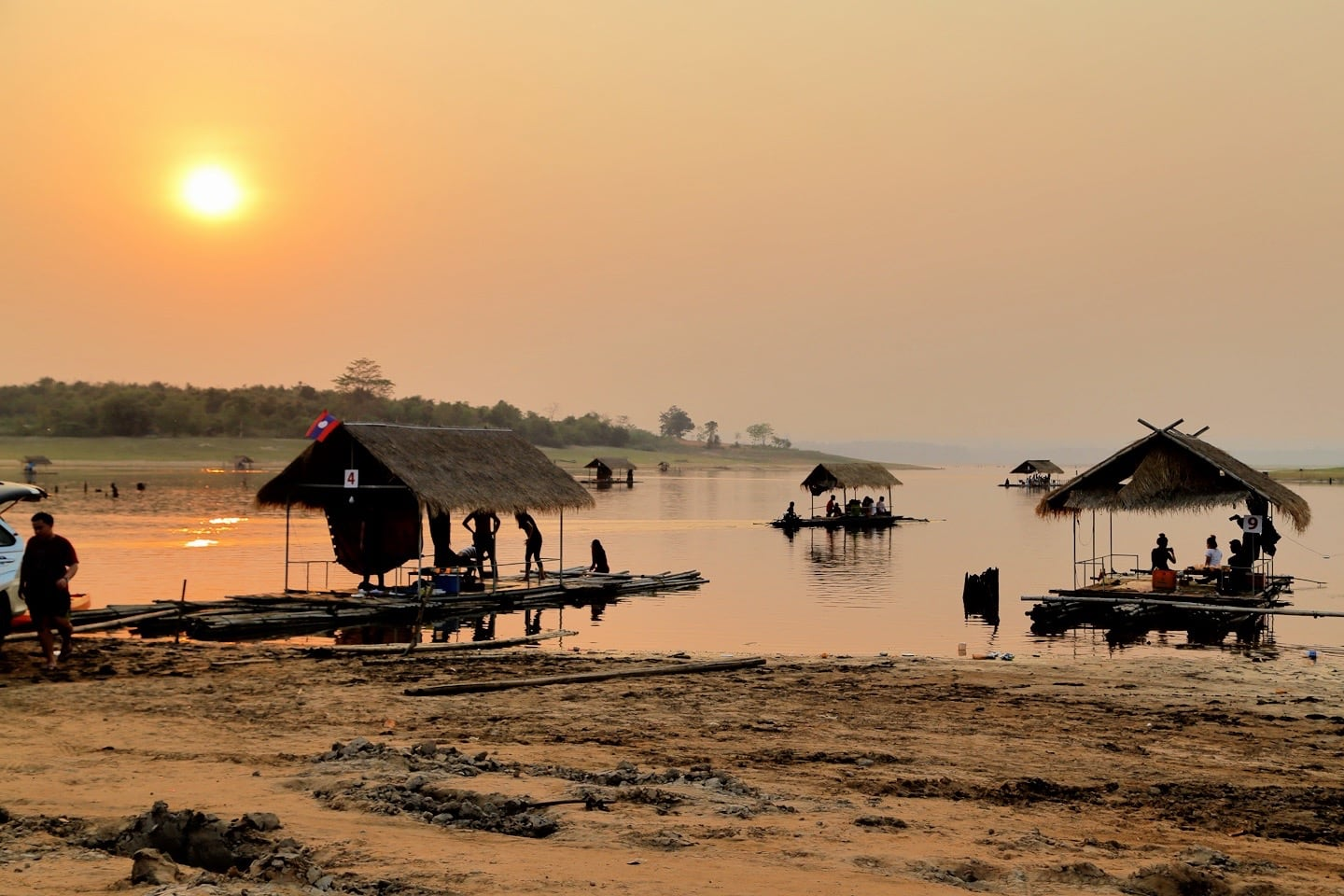 reasons to visit laos floating restaurants