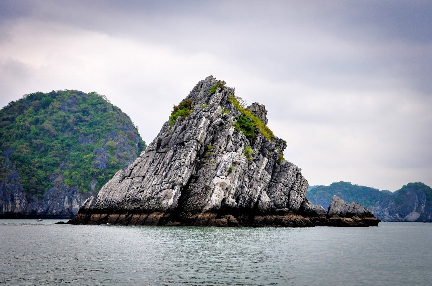 unusual karst formation halong bay vietnam