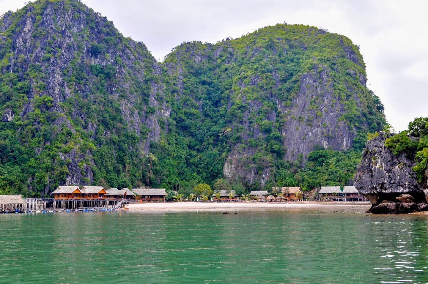 cat ba sandy beach resort vietnam