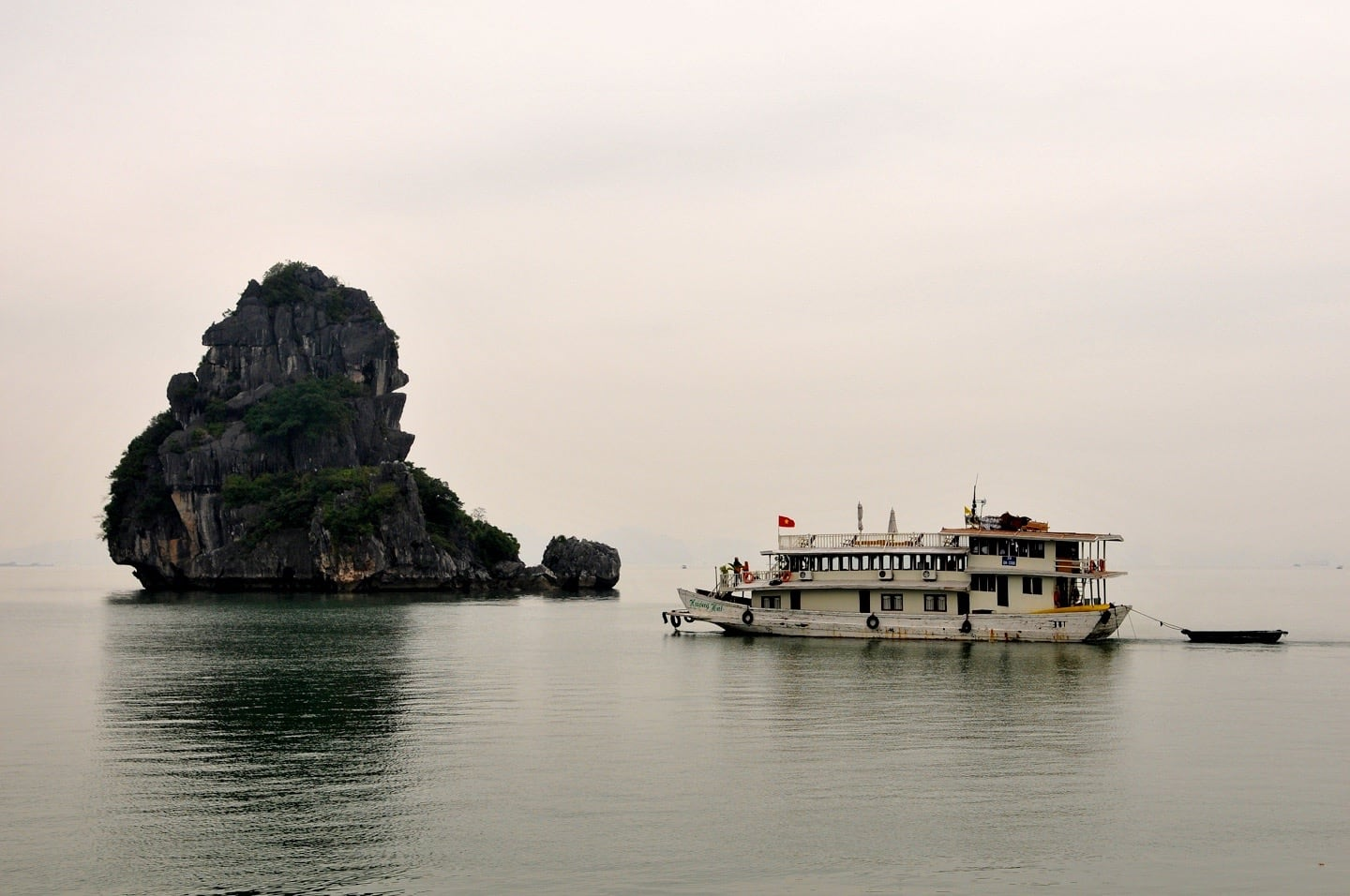 halong bay cruise boat vietnam