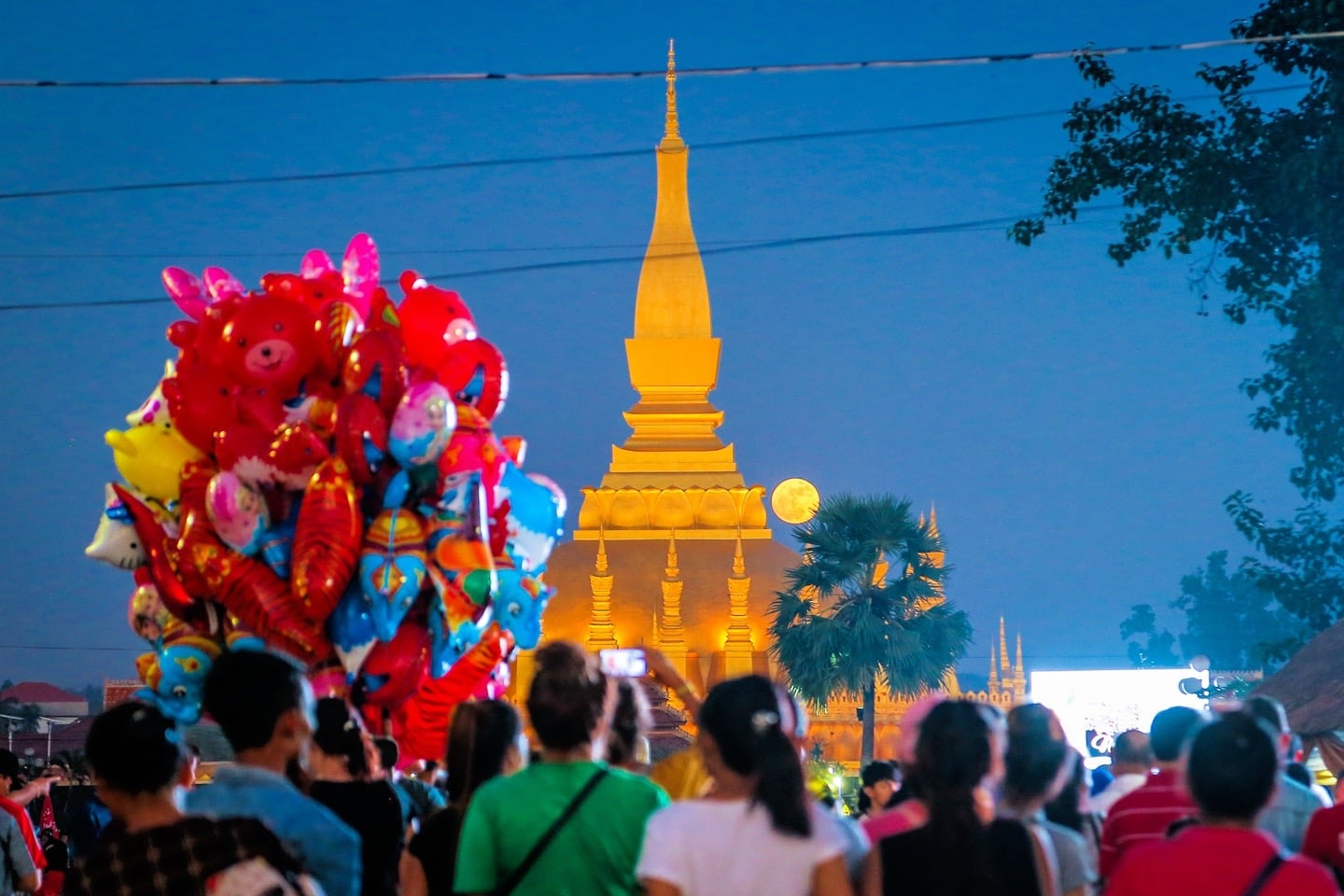 that luang festival full moon night balloons