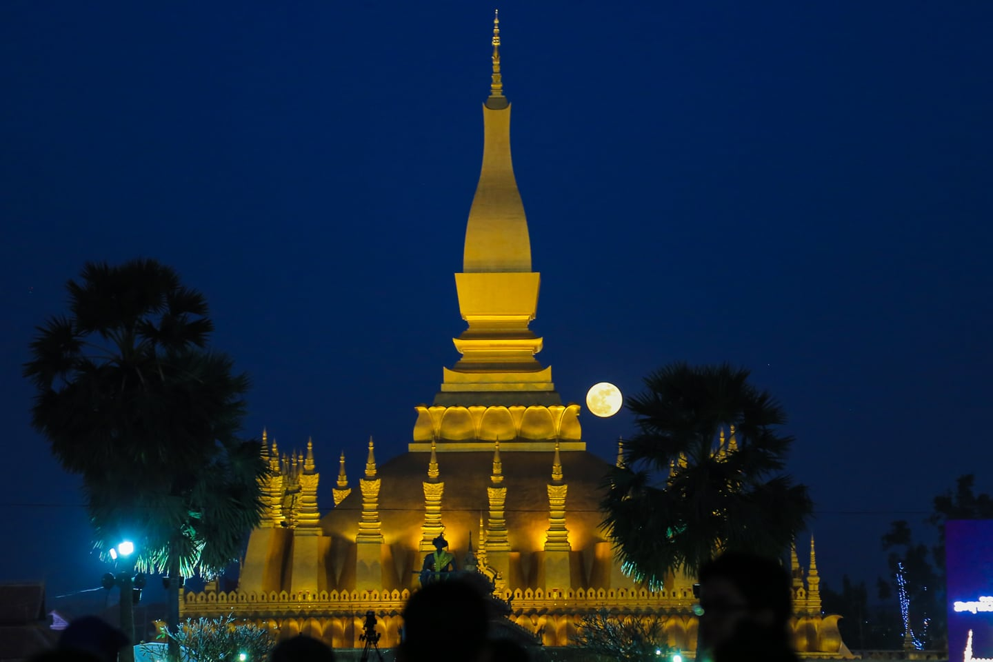 That Luang Festival and full moon