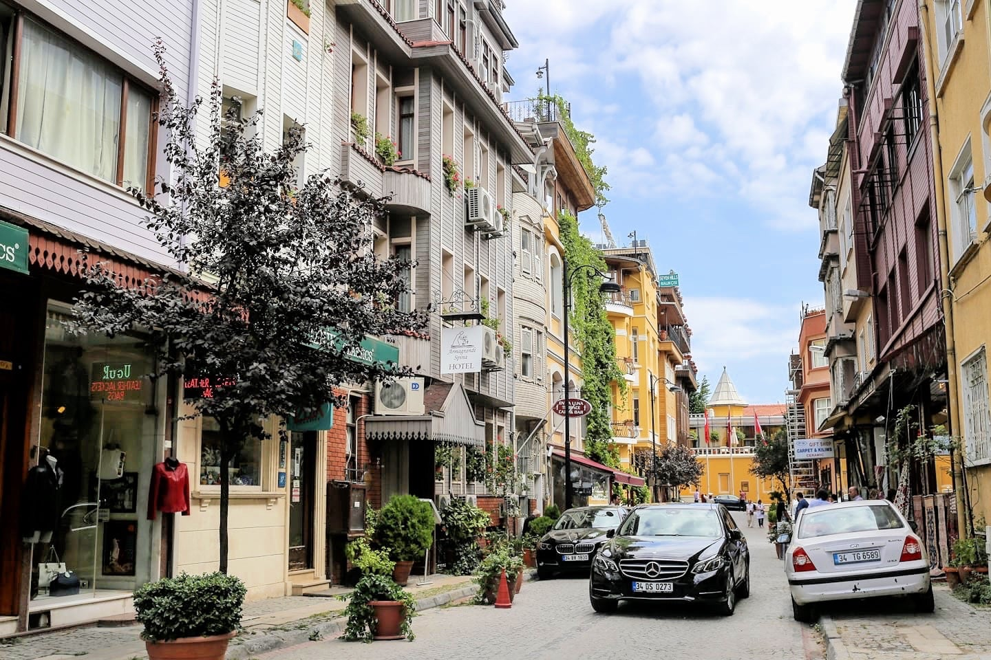 where to stay in istanbul neighborhood