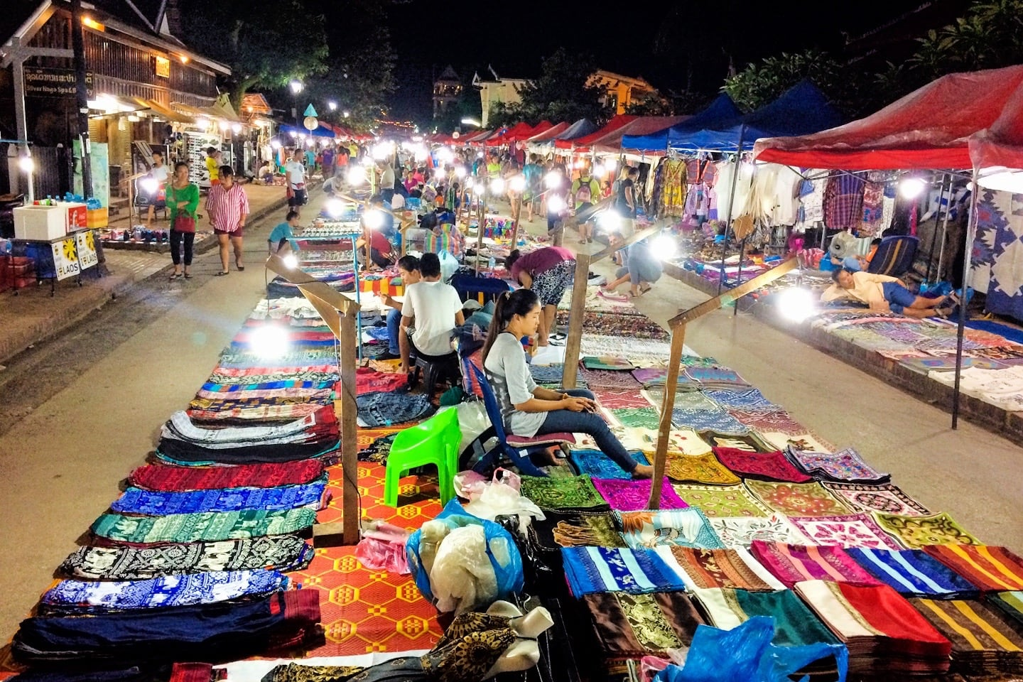 things to do in Luang Prabang night market