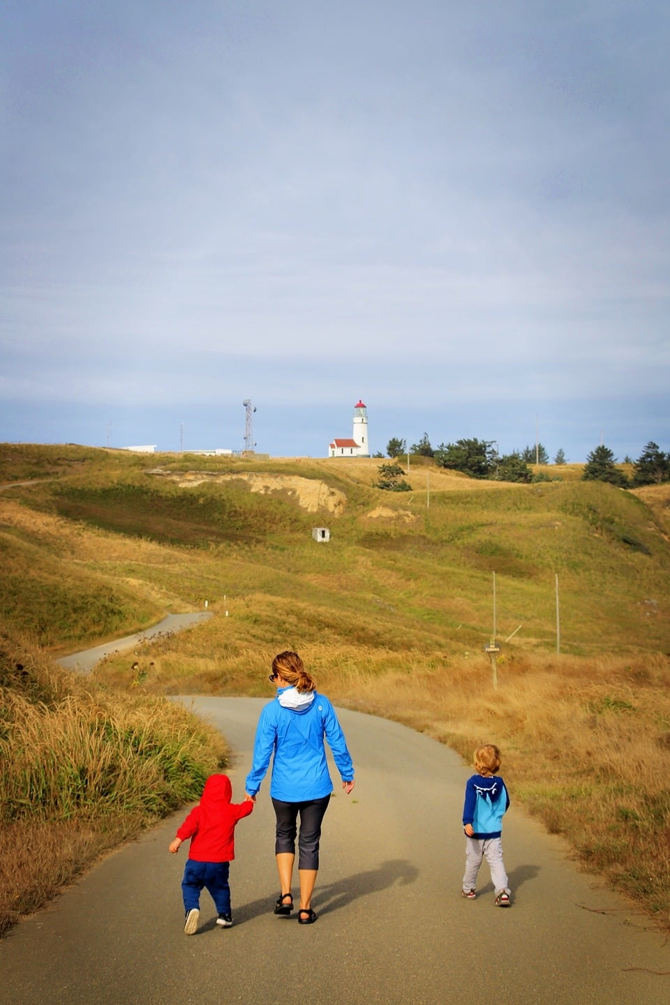 Cape Blanco Lighthouse and family walking